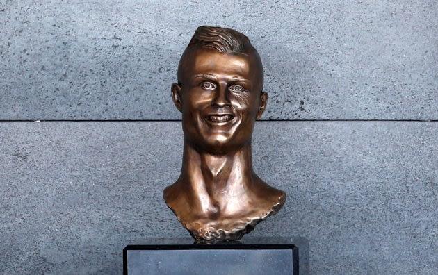 la statue en bronze ratée de cristiano ronaldo